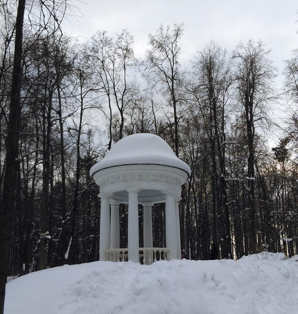 """Беседка """"Храм Аполлона"""". Обозначена на плане 1822 г. Восстановлена в 2012 г."""