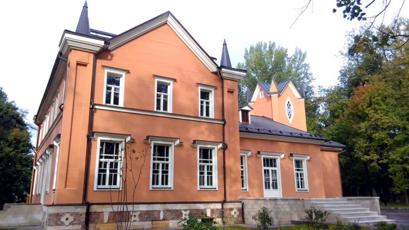 В сентябре после восстановления открылся парк-усадьба Тимохово-Салазкино. Главный Дом.