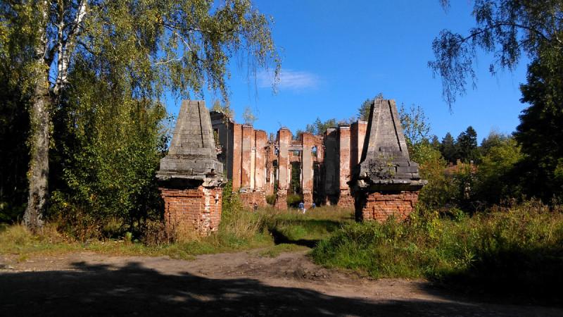 Усадьба Алабино-Петровское. Въездные ворота.