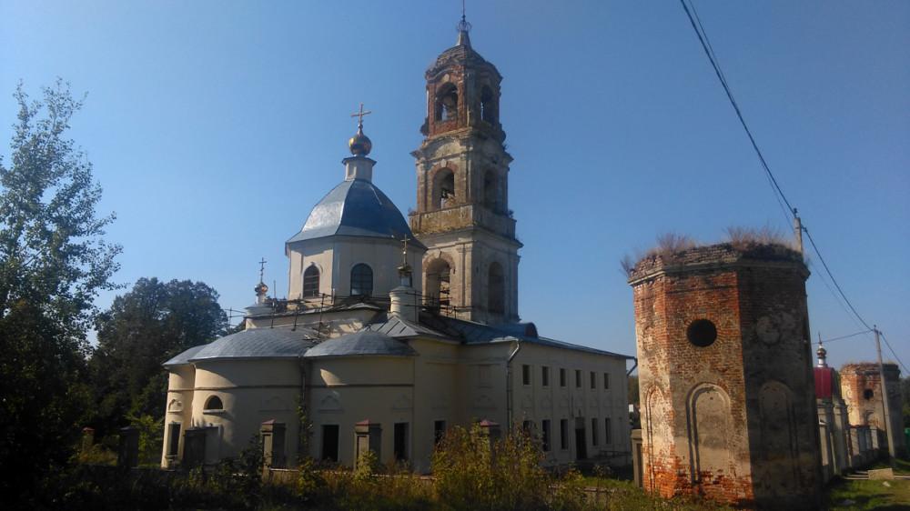 Храм Троицы Живоначальной в Троице-Лобаново
