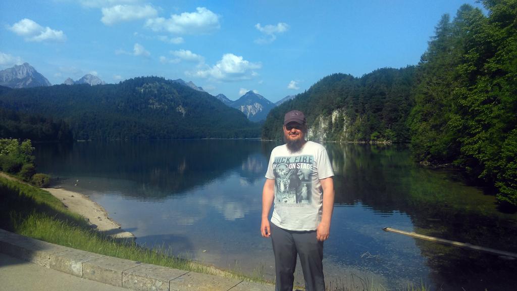 Озеро Alpsee на фоне Альп.