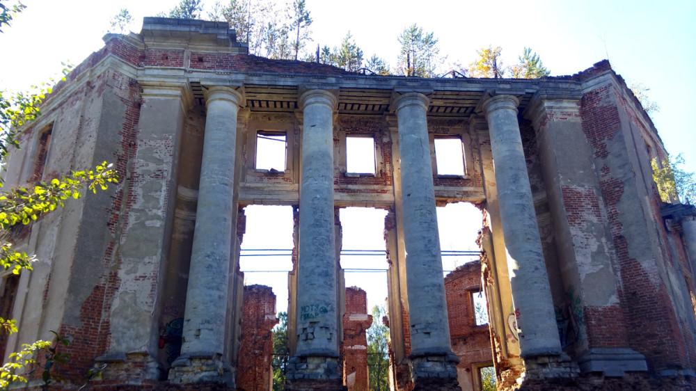 Руины главного дома.