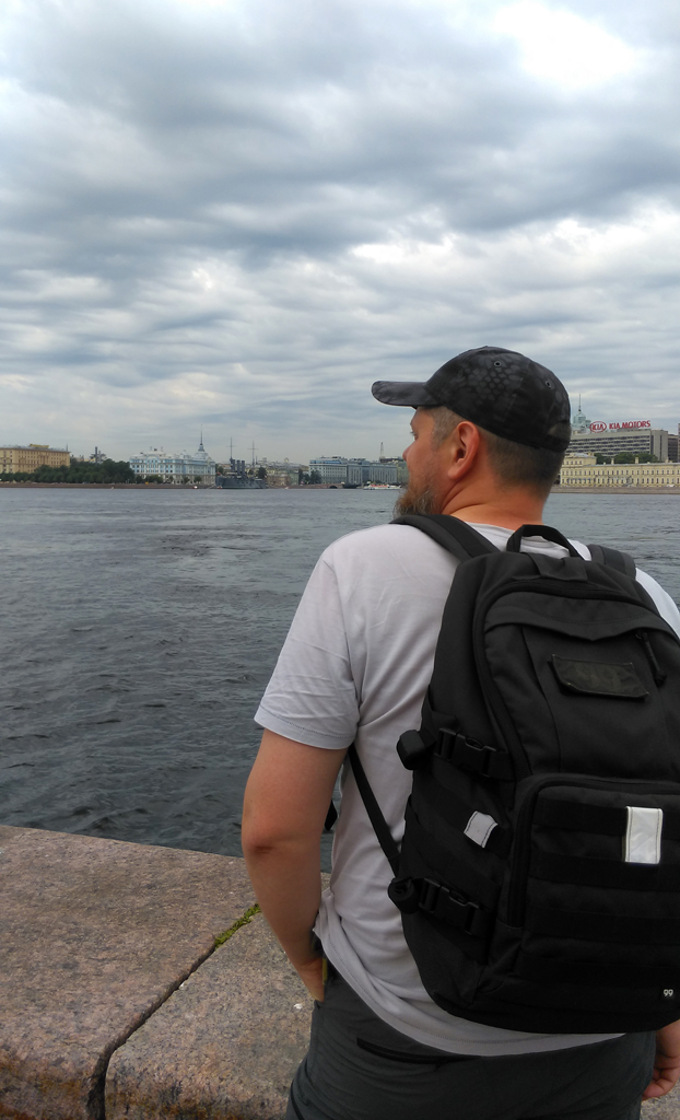 Ленинград. Набережная Кутузова. Любуюсь видом на Неву и крейсер Аврора.