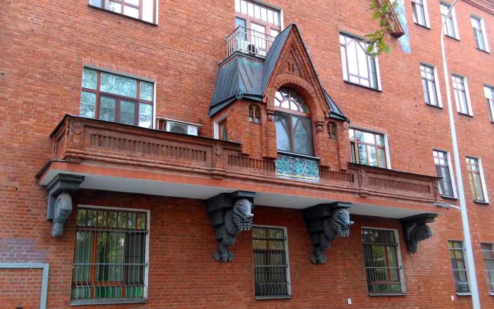 Или Драконы держат балкон с мини теремком
