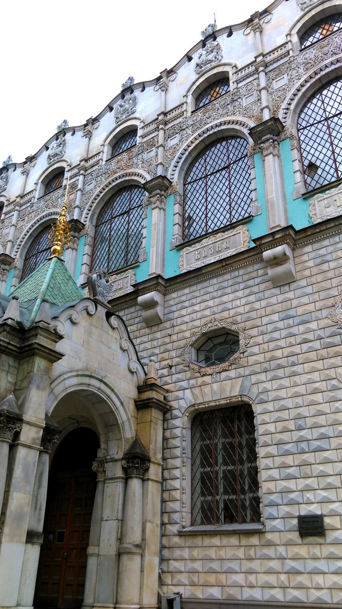 Удивительной красоты здание и не менее удивительно, что мало кто о нем знает, хоть оно и расположено рядом с Тверской улицей.