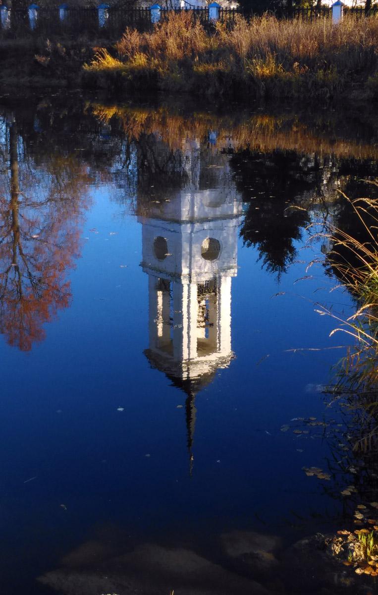 .... И просто, отражение колокольни в прозрачной воде..
