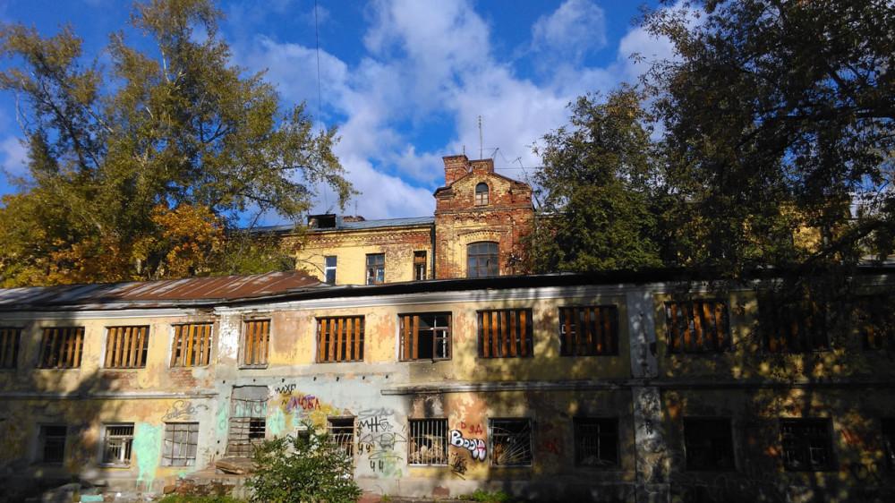 Пара домов начала прошлого века на Дербеневской улице....