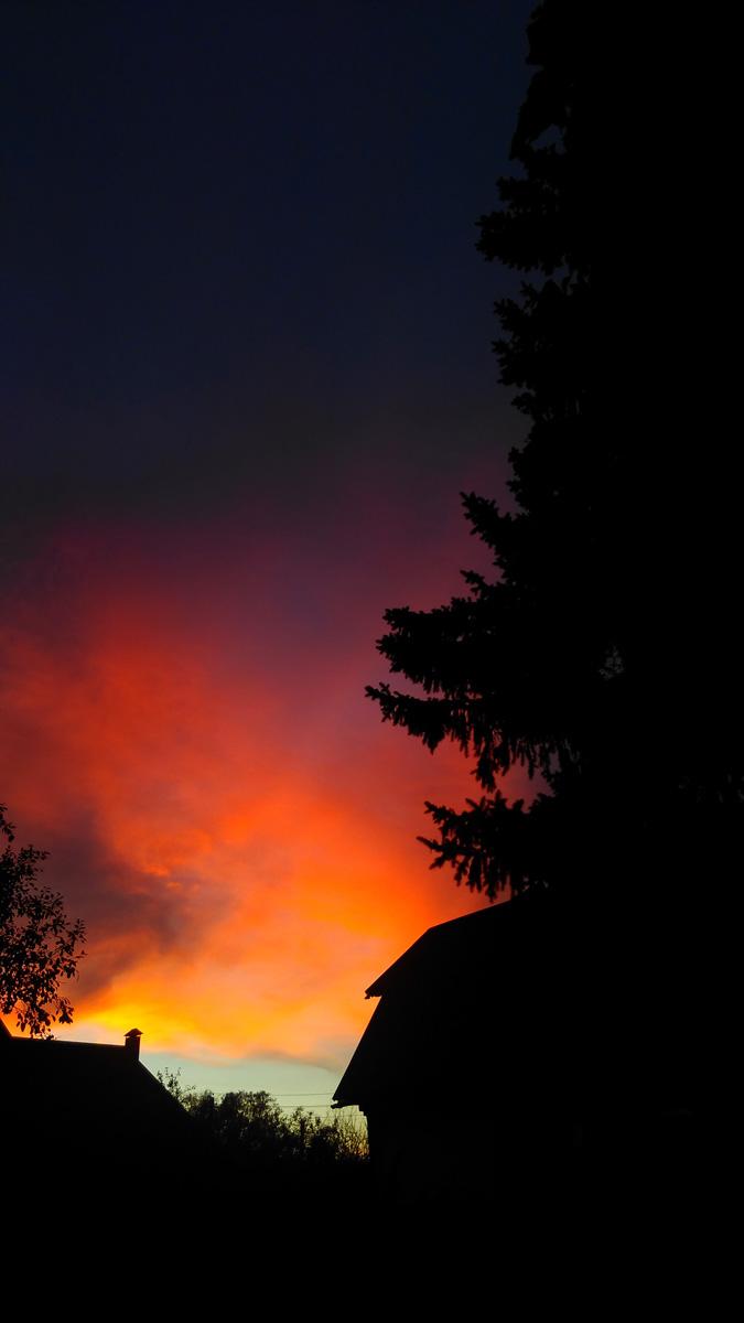 Яркие осенние закаты.