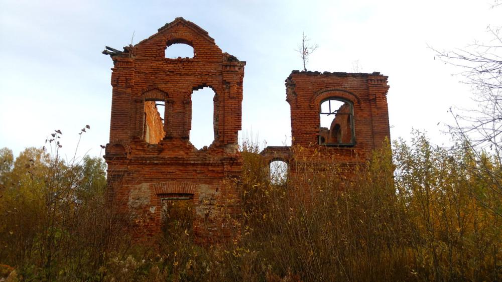 Развалины начальной школы в селе Старое.