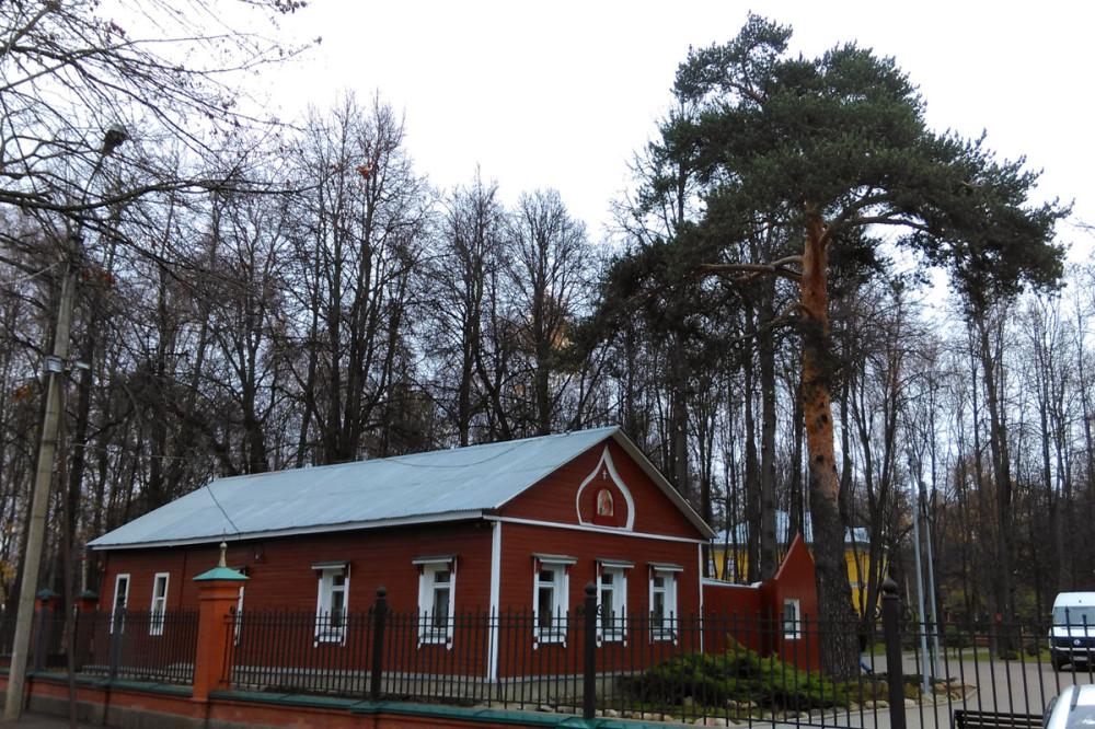 Учебный корпус Свято-Георгиевской гимназии на территории Храма.