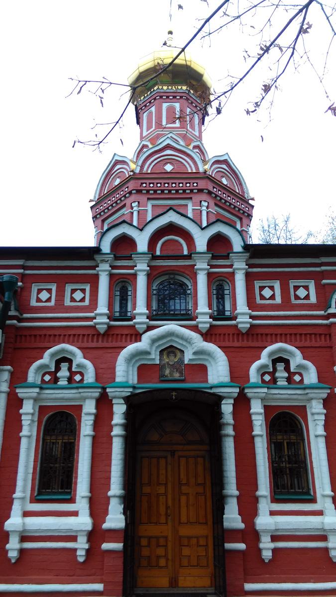 Восьмерик храма и колокольня с куполами были восстановлены после 1994 года.