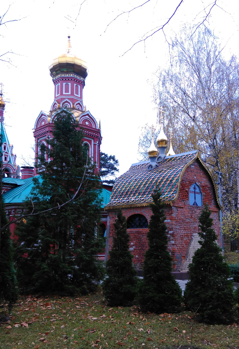 В 1907 году А.Я. Поляков умер и его сын Сергей Поляков построил над могилой часовню по проекту И.Е. Бондаренко, увековечив тем самым память отца.