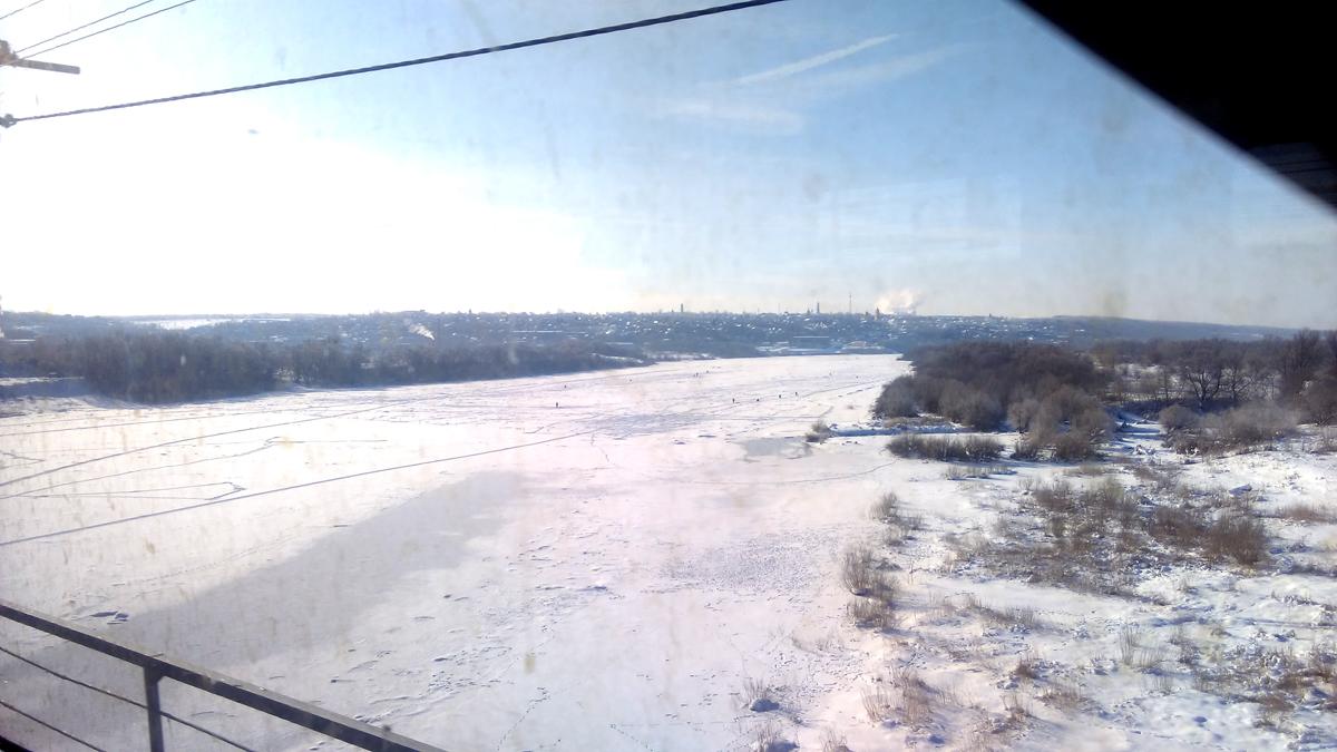 Жаль, но фото со смарфона через грязное окно поезда не передает ту красоту, которая доступна человеческому глазу.
