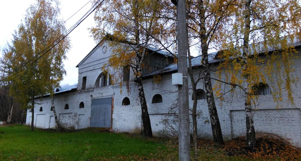 Здание напомнило мне конюшню в усадьбе Алёшкино.
