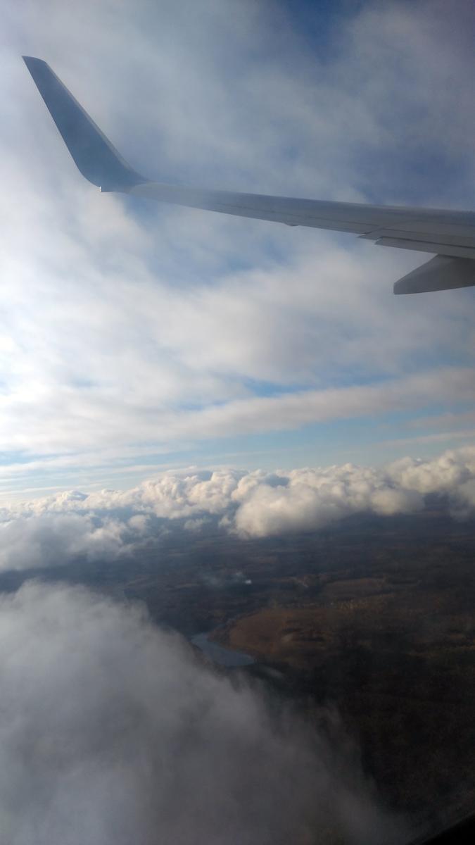 """Утро пятницы. Как я не хотел лететь """"Победой"""", но по времени и аэропортам вылета и прилета, рейс этой, пожалуй, самой недружелюбной к пассажирам компании, оказался самым оптимальным."""