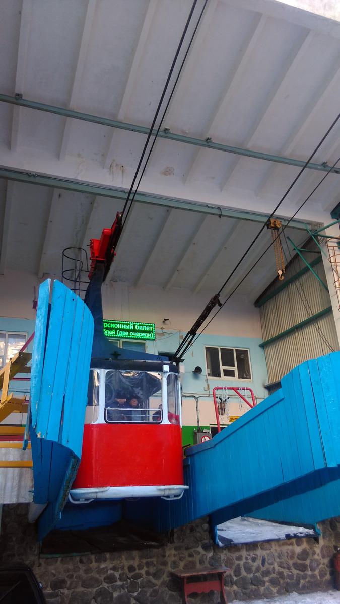 """Старая канатка. Станция Азау. Нижняя станция 1-й очереди маятниковой канатной дороги """"Эльбрус-1"""" 2350м."""