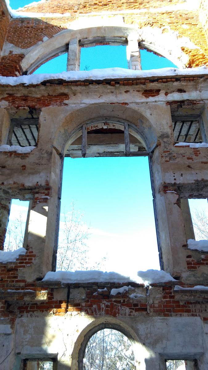 Наслаждаюсь интерьером и видом из окон....