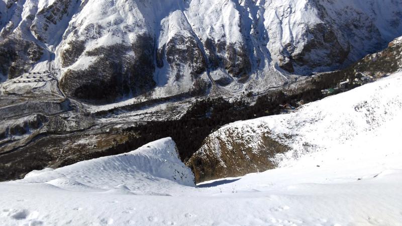 А это вода проделала себе дорогу в скальных образованиях. Этот проход называется Волчьи ворота.