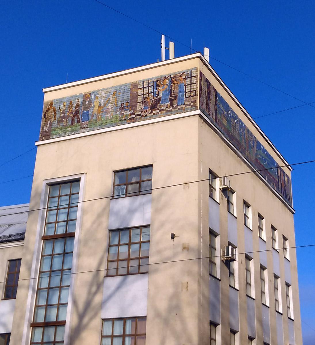 """15 ноября 2018. Кожевнические бани и бассейн были построены в 1931-1933 годах. До 1940-х годов назывались """"Бани №4 Кировского района""""."""