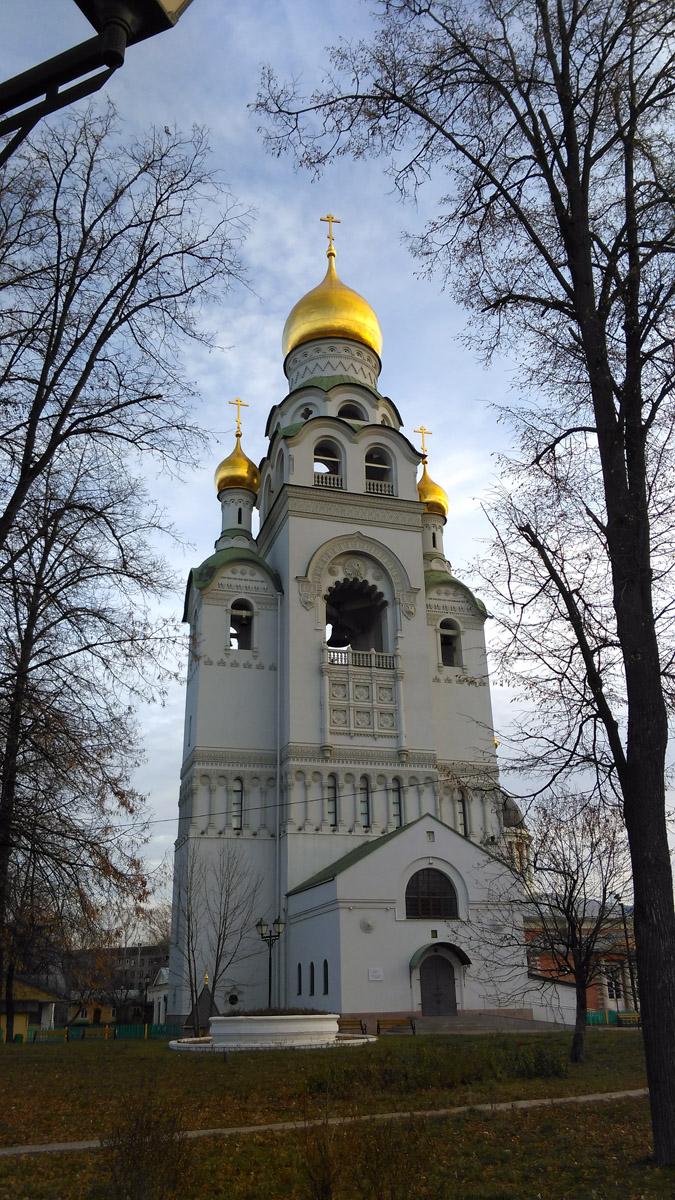 А главная достопримечательность Рогожской Слободы, безусловно, Храм-колокольня Воскресения Христова. Потрясающей красоты и величия!