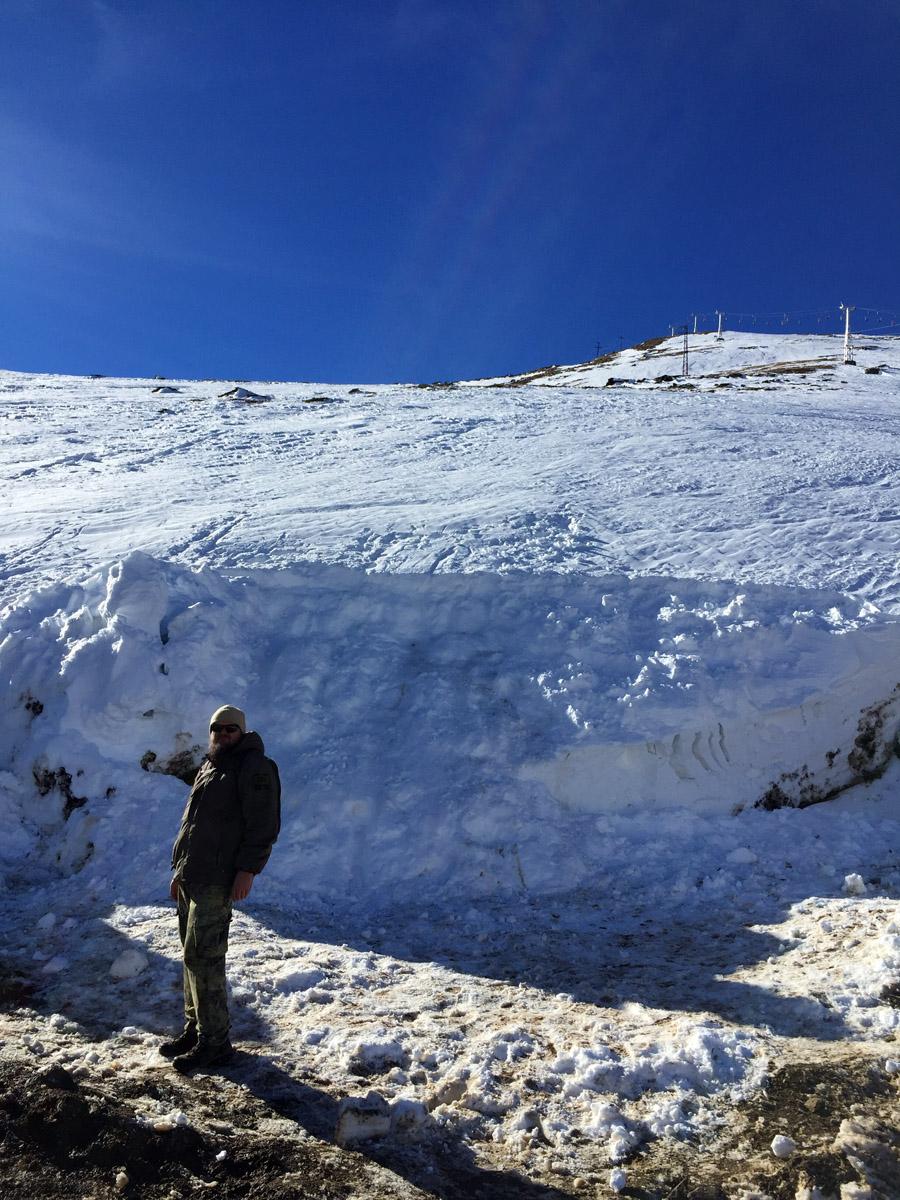 Толщина снега на склоне...