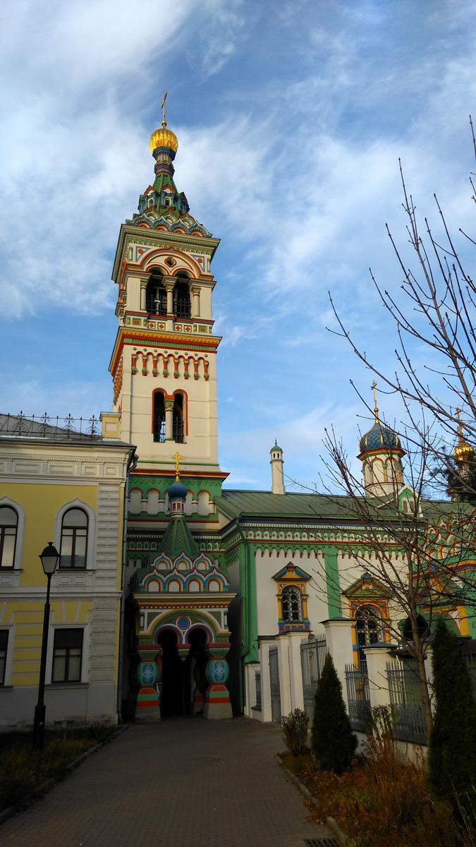 В 1771 году при Рогожском кладбище была построена деревянная часовня в имя святителя Николая, которая через пять лет была заменена каменной церковью.Церковь построена в 1776 году и первоначально принадлежала Рогожской староверческой общине. Здесь обыкновенно отпевали покойников.