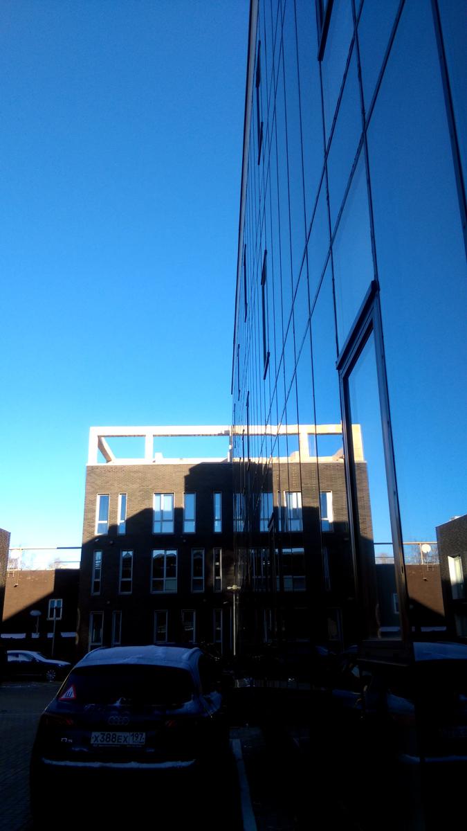 В последний день осени был солнечный денек и я немного пофоткал на территории бизнес-центра, где пока располагается наш офис....