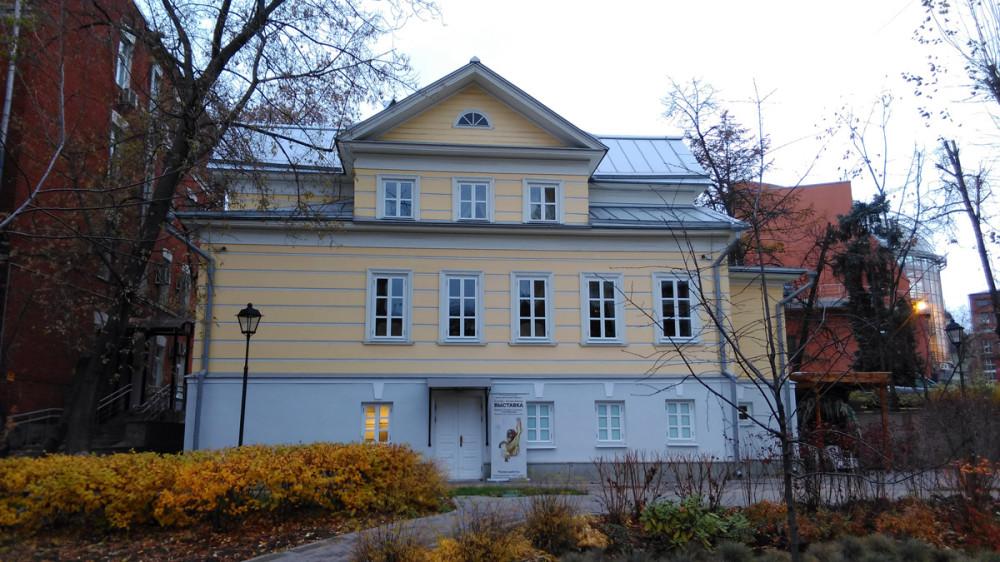 Жилой дом П.Т.Клюева – возрожденный реставрацией объект культурного наследия, расположенный на Старой территории Московского зоопарка.