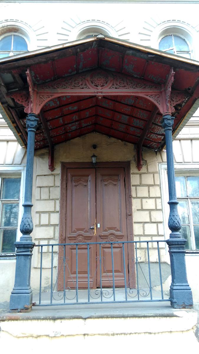 Богадельный дом купца Якова Ивановича Белова (1824 — после 1889), хозяина шерстно-бумгопрядильной фабрики, постройки конца ХIХ века.
