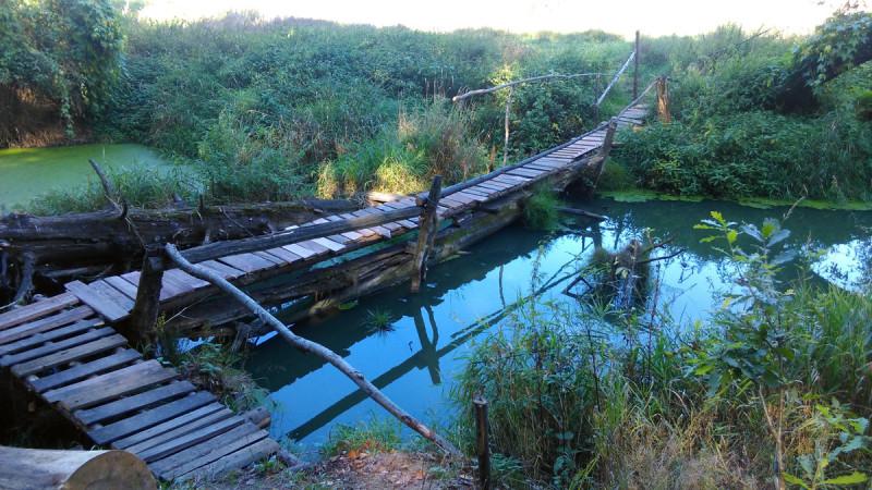 Пешеходный мостик через реку Десна.