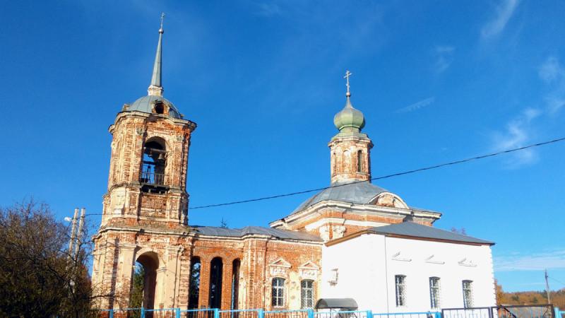 В 1858 году с южной стороны храма был пристроен придел в честь мучениц Веры, Надежды, Любови и матери их Софии. И очень сильно заметно, что именно, пристроили. Особенно, после его ремонта.