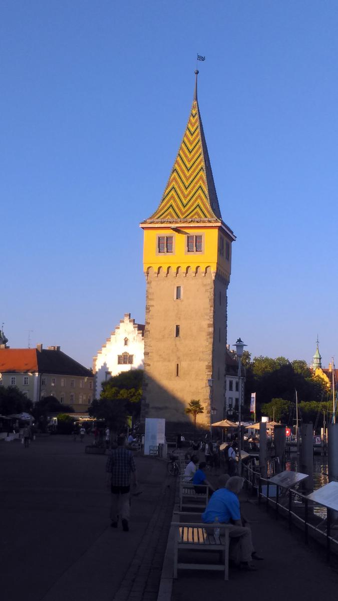 19 июня 2017. Линдау. Старинная башня - Mangturm, построена в 1180 году, до 1300 года действующий маяк.