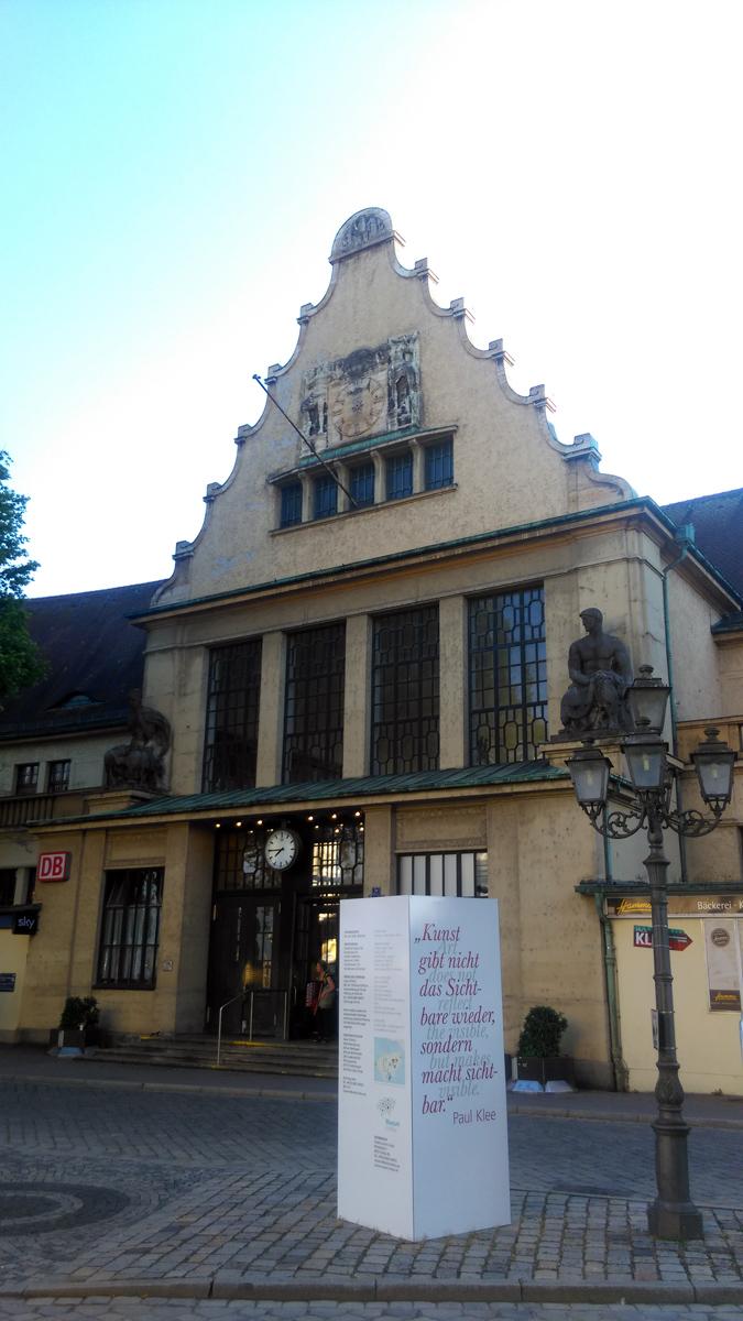 Здание вокзала построено с 1913 по 1921 годы.