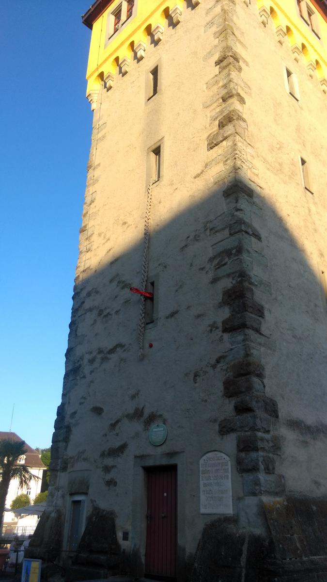 Коса свисает из окна башни - Mangturm. Неужели, там скрывается Рапунцель?!