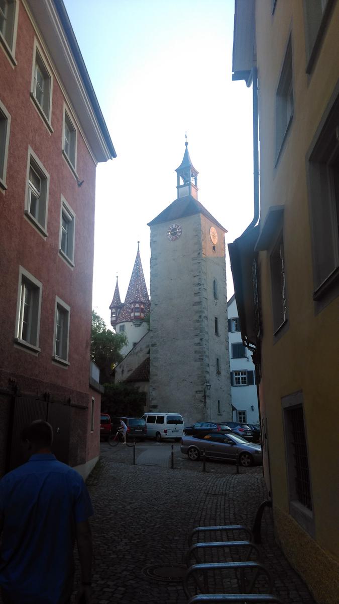 Впереди показалась готическая башня 15-го века.
