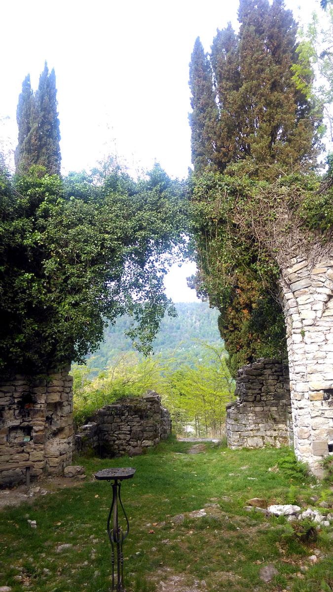 Храм построен, по одним источникам в VI-VIII веке, по другим в XII-XIII веке. Скорее всего, на старом фундаменте более новое строение. Тем более, что за свое долгое существование был несколько раз разрушен и восстановлен.