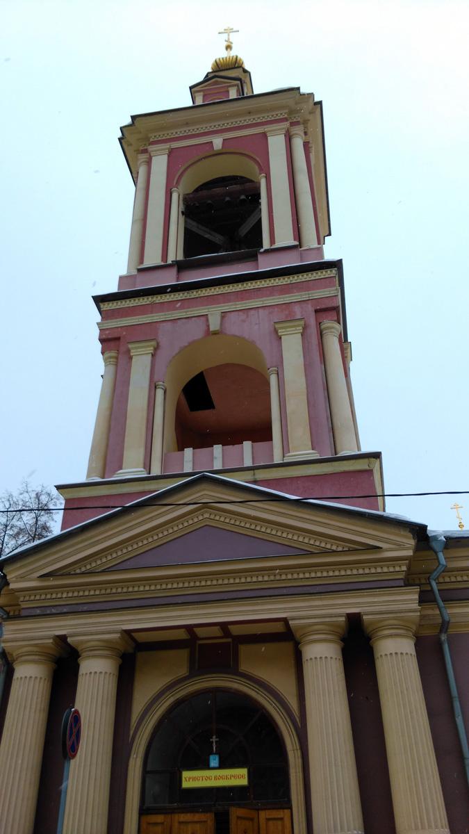 В 1794 г. в новом храме была освящена трапезная с приделами великомученицы Екатерины и мученицы Ирины, а также возведена колокольня.
