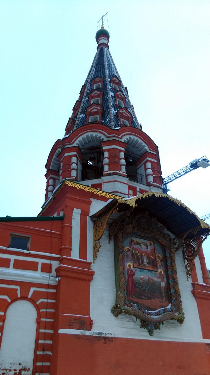 Колокольня Храма с фасадной иконой.