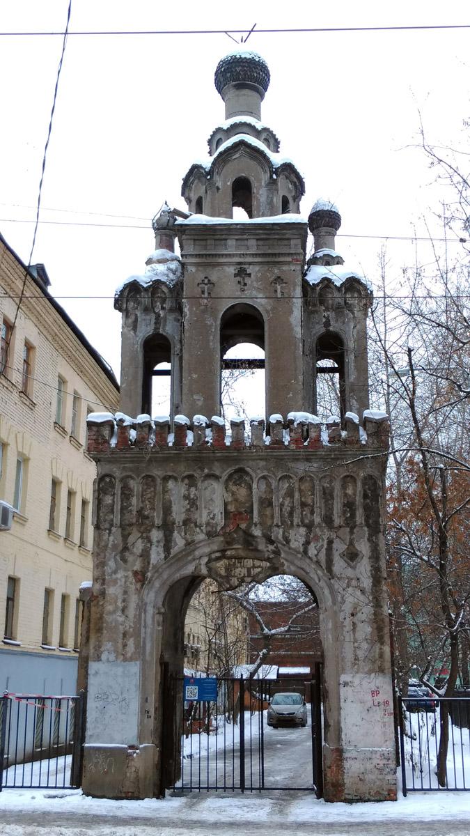 22 декабря 2018. Колокольня бывшей церкви Великомученицы Екатерины во дворе дома И.И. Карасёва