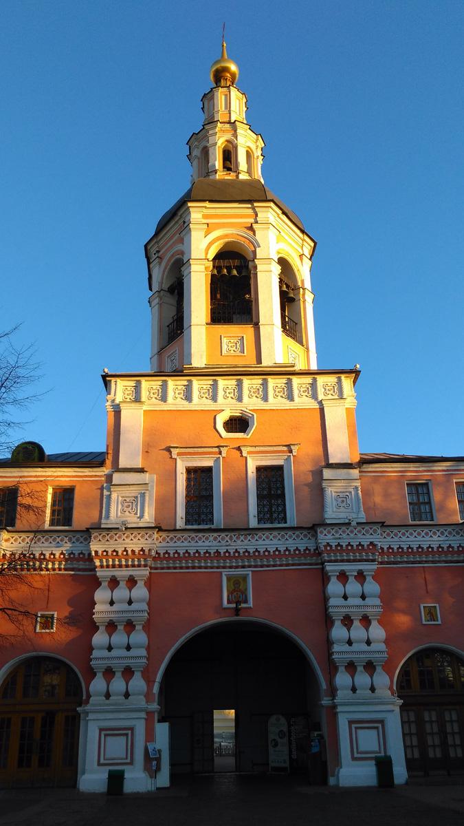 Возведена в 1732 год над Святыми воротами под руководством архитектора Ивана Мичурина. Выполнена в стиле барокко, украшена балясинами и ширинками.