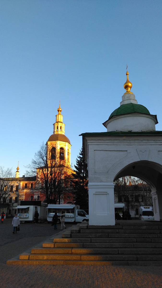 Он был впервые построен в 1555–1560 годах и освящён 18 мая 1561 года митрополитом Московским Макарием в присутствии Царя Иоанна Грозного. В 70-е годы XVII века рядом была построена трапезная Покровская церковь с приделом в честь пророка Даниила.