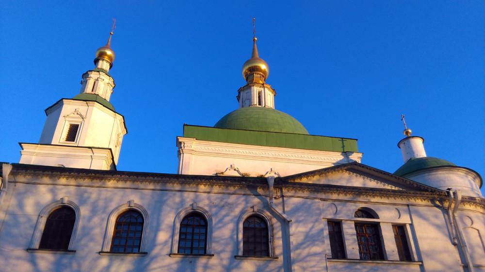 В 1730 году обветшавший «старый соборный» храм был разобран. Новый храм во имя Святых Отцов Семи Вселенских Соборов был воздвигнут на сводах Покровской церкви, которая стала нижним, цокольным этажом единого здания.