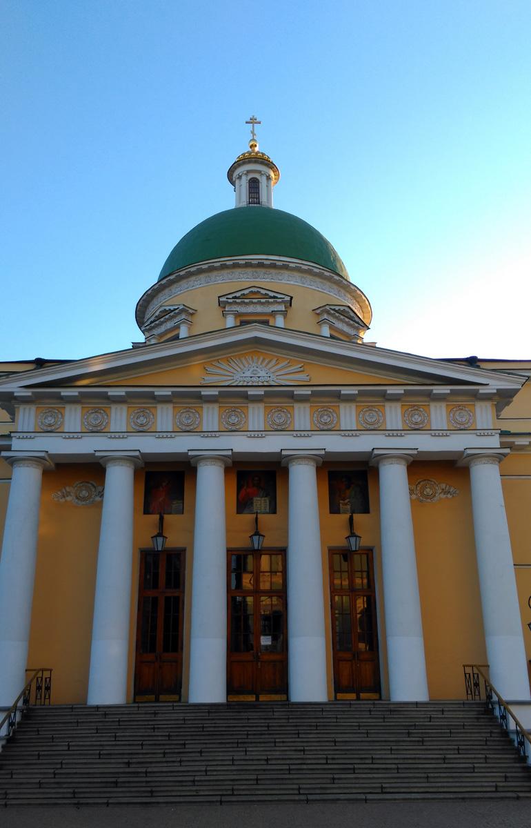 В 1930-х годах собор был перестроен под нужды колонии.