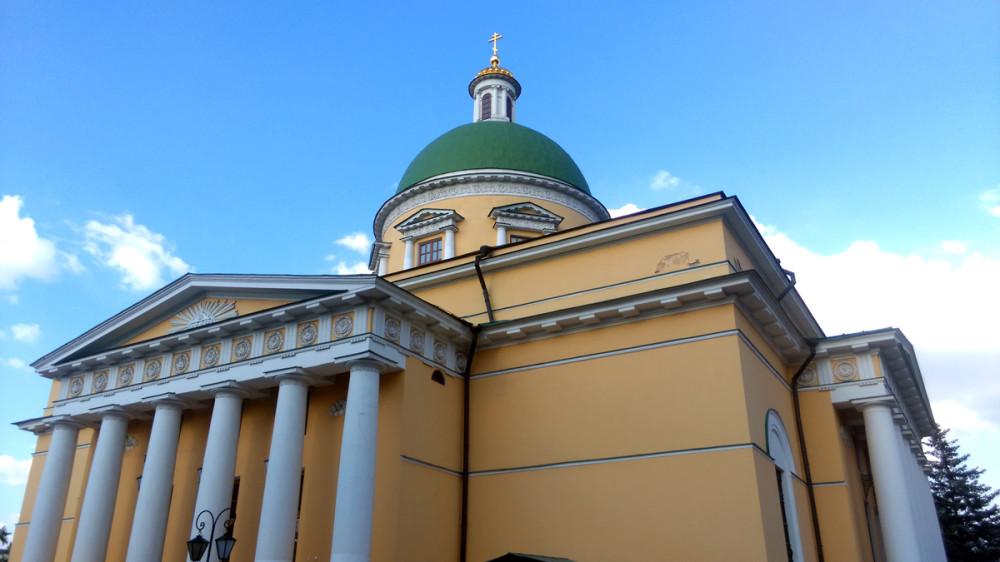 Ну, а мы продолжаем любоваться историческими постройками монастыря.