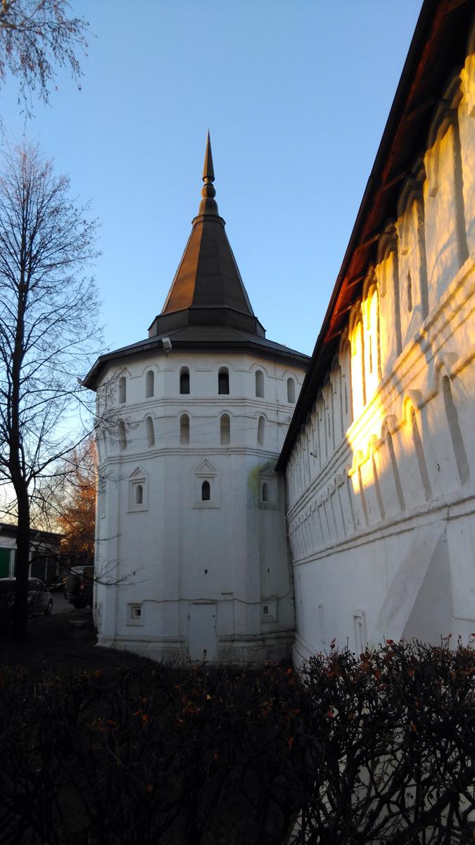 Алексеевская башня Данилова монастыря построена в XVII в.