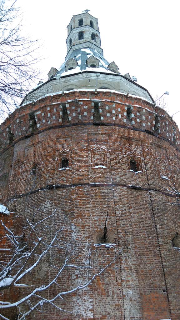 """Башня """"Дуло"""". Самая мощная и самая старшая, единственная сохранившаяся башня от монастырских укреплений XVI века."""