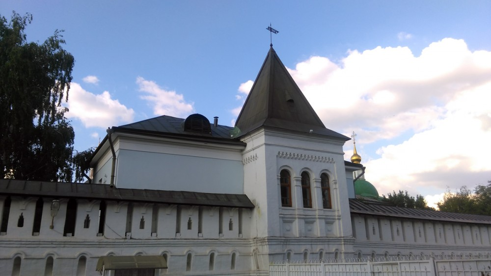 Настоятельская башня Данилова монастыря построена в XVII в. и Настоятельские покои.