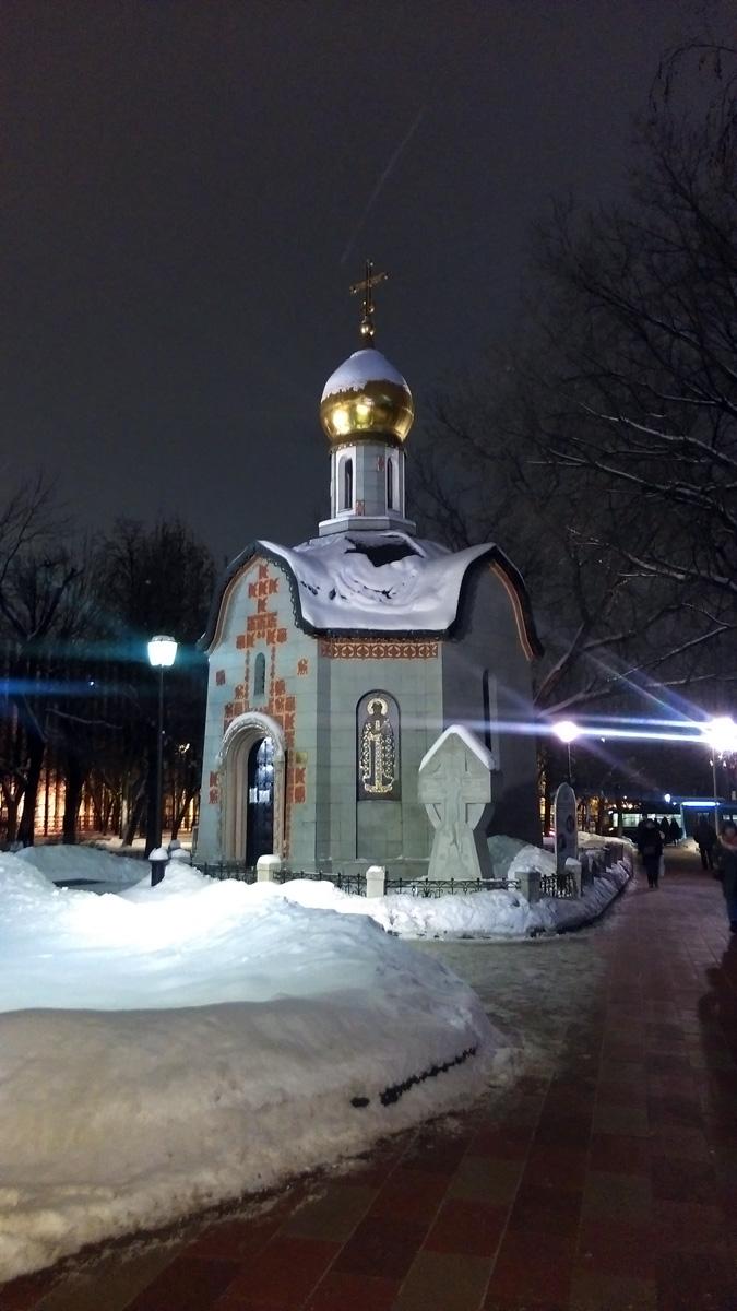 Часовня Святого Даниила Московского. Построена до 1722 года. Перестраивалась в 1784–1869 годах. После 1920 года разрушена.Восстановлена в 1998 году. Архитекторы Ю. Г. Антонов, Д. Г. Соколов. Освящена 17 марта 1998 года.
