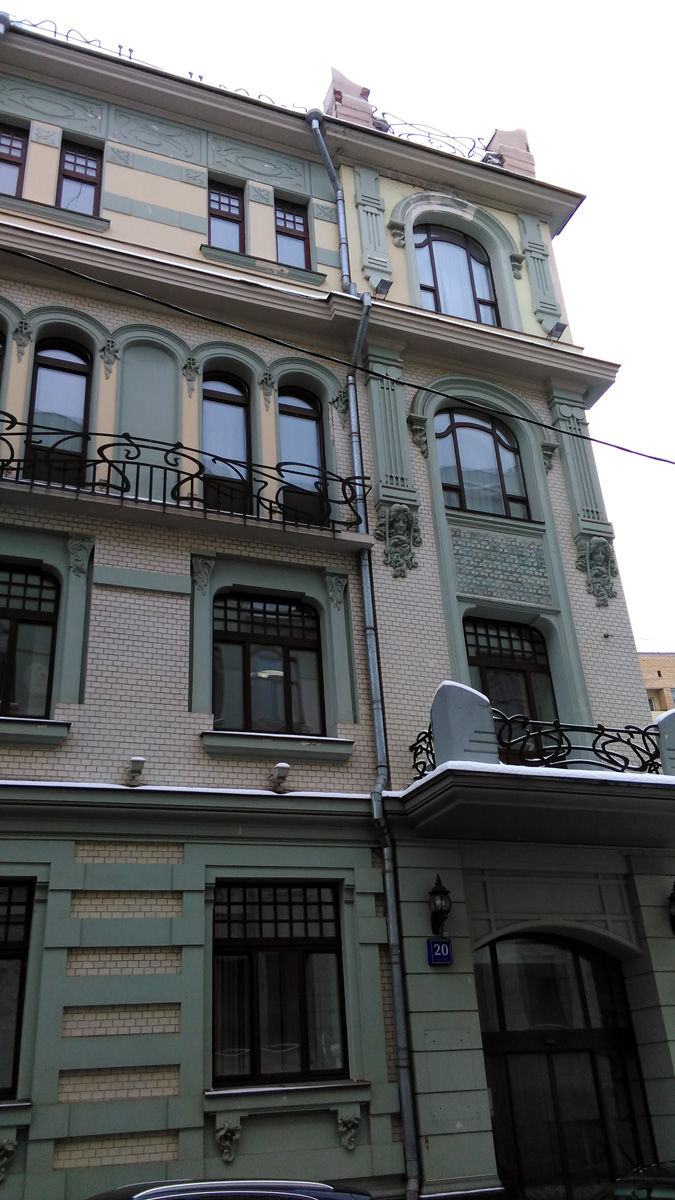 Просто, шел по улице и увидел красивое здание в любимом стиле модерн... Потом, уже нашел о нем информацию. Делюсь с вами....