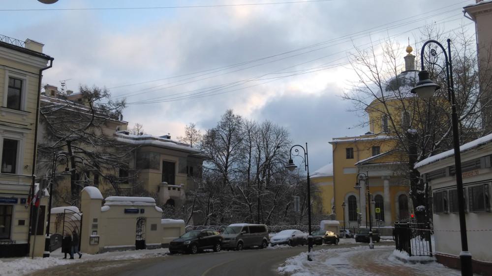 Фото с улицы Спиридоновка от Палат старинного Гранатового двора.